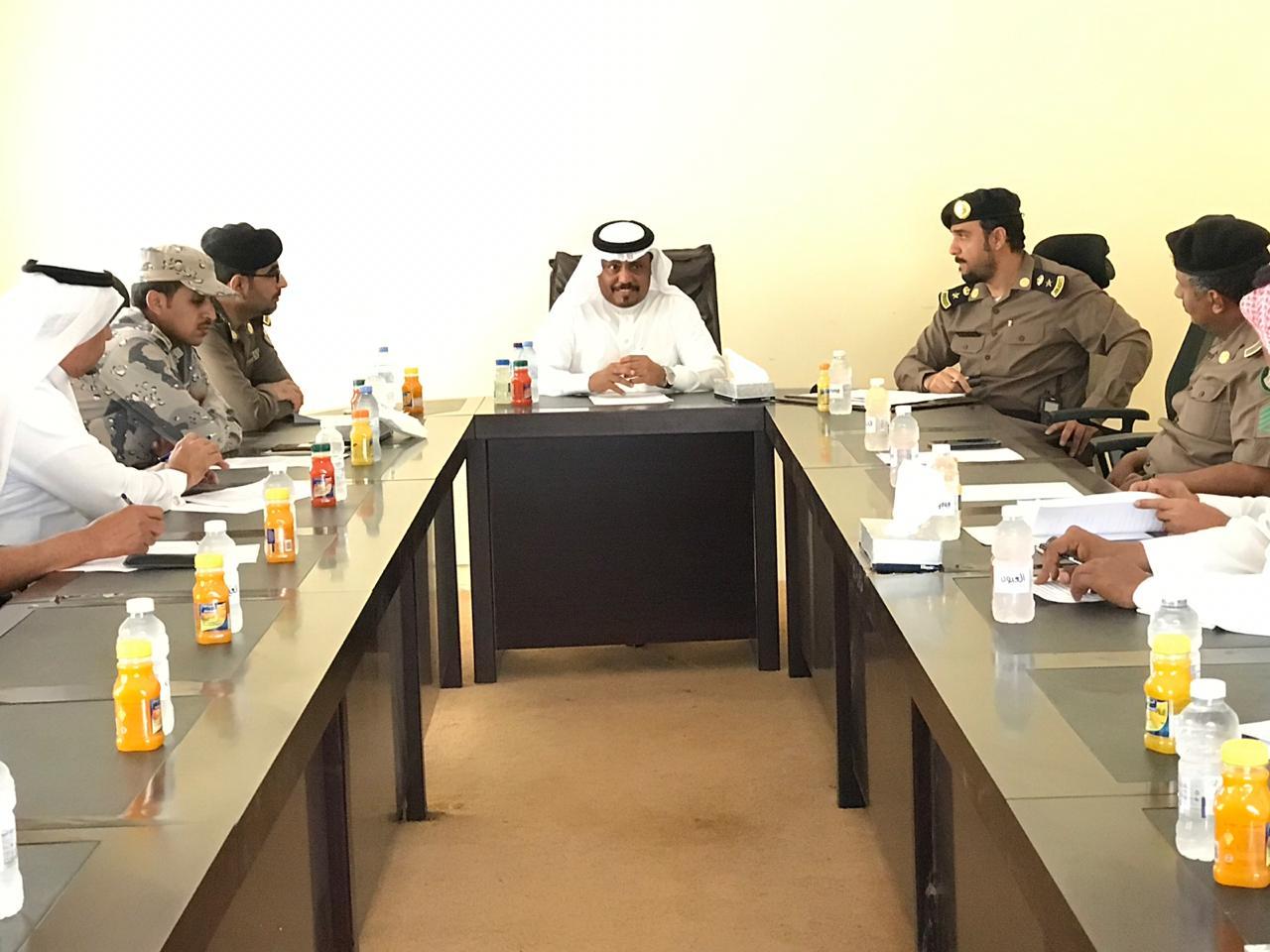 محافظ بيش يرأس اجتماع لجنة الدفاع المدني الفرعية بمحافظة بيش