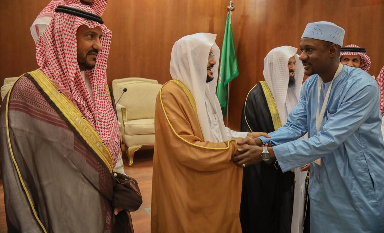 وزير الشؤون الإسلامية يلتقي سمو الأمير بندر بن سلمان رئيس لجنة الدعوة في أفريقيا وعدد من أعضاء اللجنة