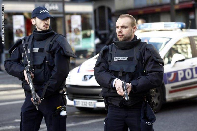 الشرطة الفرنسية: مسلح يحتجز رهائن في تولوز جنوبي البلاد