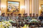 وزير الداخلية ينقل تحيات القيادة وتهنئتهما لرجال الامن لنجاح حج هذا العام
