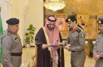 بدر بن سلطان يتسلم تقريراً إحصائياً عن أعمال القطاعات الامنية في محافظة الطائف