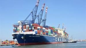 عبور 61 سفينة من قناة السويس بإيرادات 20 مليون دولار