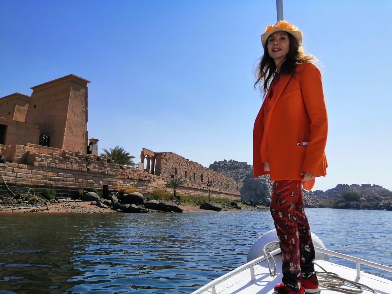 النجمة العالمية فيكتوريا أبرِل في زيارة لمحافظةأسوان بمصر