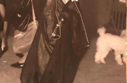 صور نادرة للأمير الوليد بن طلال في صغره مرتدياً البِشت