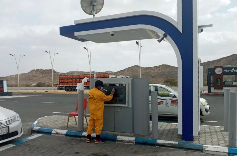 بلدية قيا: تنشر عدد من العمال عند الصرافات لتعقيم بعد كل عملية