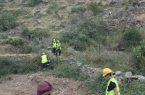 مدني المجاردة يُنقذ عالقين في جبل آل مرير