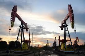 أسعار النفط تتراجع بنسبة 1 %