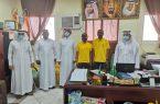 """فريق """"ابشر بنا"""" يُنفذ مبادرة إيصال الكتب المدرسية لبعض الأسر بمركز القحمة"""