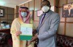 مركز الملك سلمان للإغاثة يسلم 100 طن من التمور هدية المملكة لجمهورية زامبيا