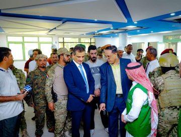 محافظ عدن يتفقد إعادة تأهيل مستشفى المحافظة وإنشاء مركز القلب المفتوح