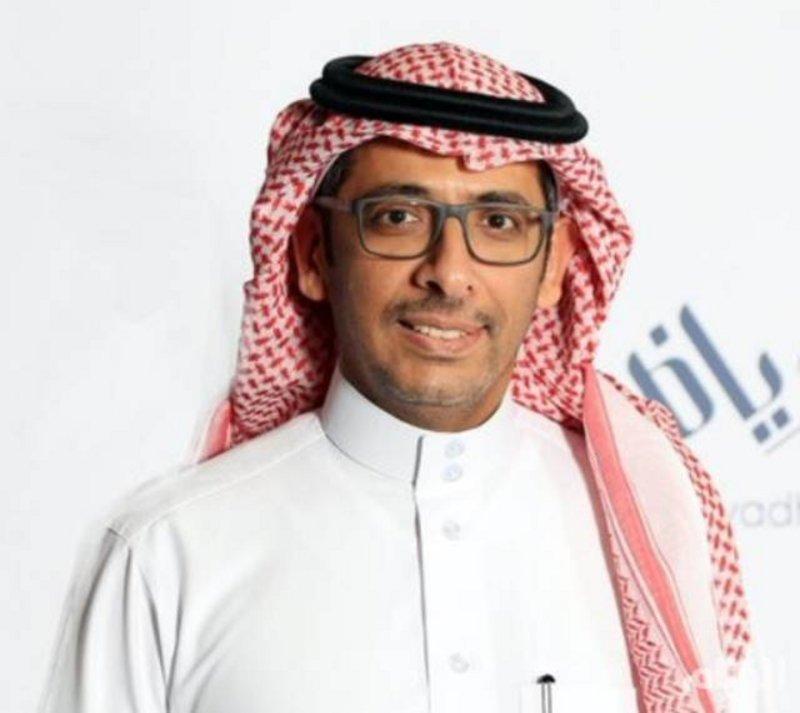 وزير الصناعة يتفقد مواقع التعدين ويزور أول مصنع إسمنت في المملكة