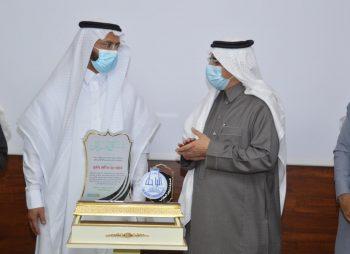 معالي رئيس جامعة الباحة يُكرم الأندية الطلابية الحاصلة على دروع التميُّز