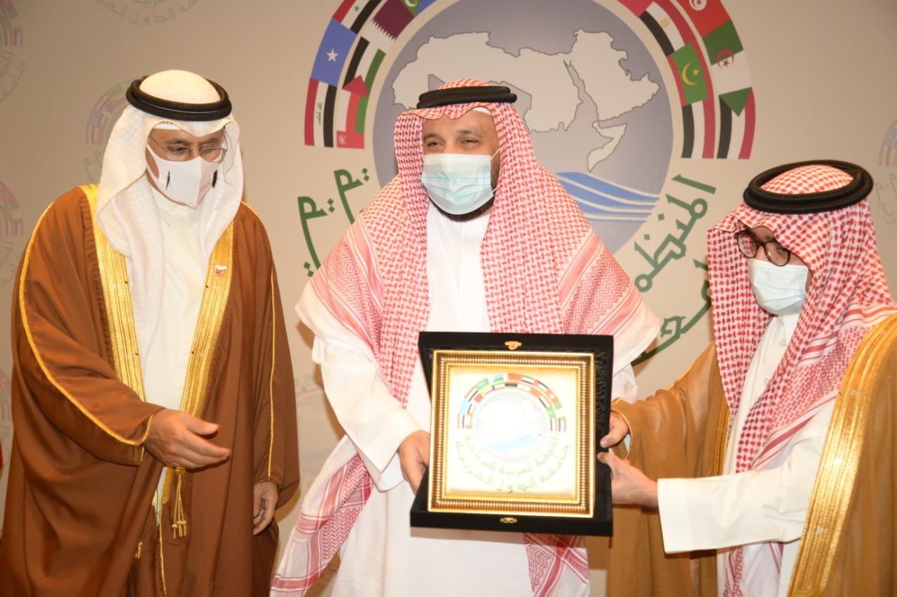 رئيس المنظمة العربية للسياحة يُكرم عدداً من الشخصيات السياحيةالسعودية