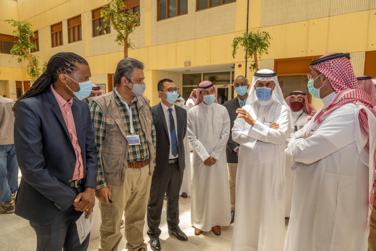 وزير الصناعة والثروة المعدنية يزور هيئة المساحة الجيولوجية