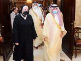 وزير التجارة والإعلام يصل القاهرة في زيارة رسمية